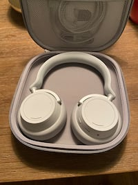 Surface BlueTooth and Noise Canceling Headphones Halifax, B3L 2E2