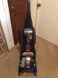 Carpet cleaner. Bissell. 12 amps. Heated   Trenton, 08619
