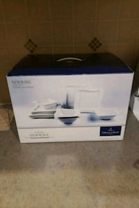 New Wave 12 Piece Dinnerware Set, Service for 4. Price firm! Richmond, V6Y 1E4