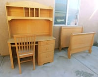 $120 or best offer-Desk w/Hutch/chair and TWIN bed Manteca, 95337
