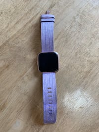 Fitbit Versa - Special Edition Rose Gold Toronto, M6P