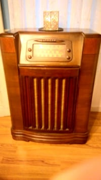 Vintage Philco radio and record player, 1941, EXCE