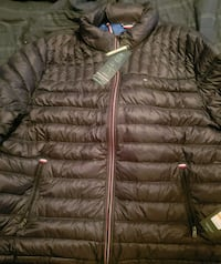 Authentic Tommy Hilfiger light weight down coat  57 km