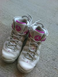 pair of gray-and-pink Nike sneakers Nashville, 37222