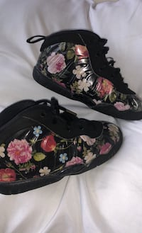 Size 8 childrens Nike Air Foamposite One Floral