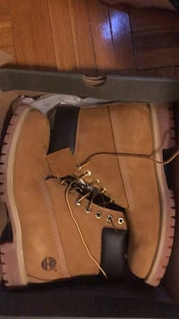 Size 10.5 timberlands barely used Toronto, M3H 3N5