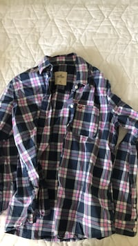 Hollister shirt size Medium Ottawa, K2T 1H3