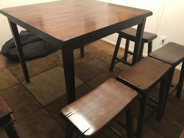 Dining Room Table with 4 Stools