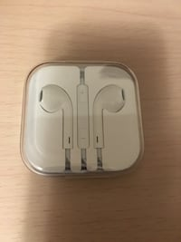 New/ Sealed Apple Earbuds