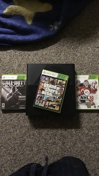 X-box 360 with GTA 5, Cod 3 and NHL 14