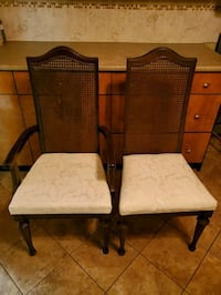 Dining Room table with 6 Matching Chairs St. Catharines, L2T 4A7