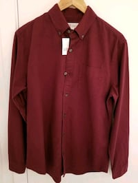 Gap Men's shirt in size Medium