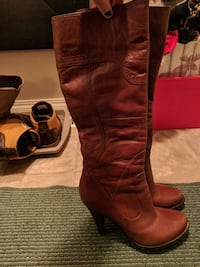 pair of brown leather boots Edmonton, T5A 0E8