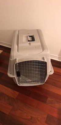 white and black pet carrier Toronto, M2M