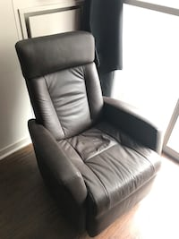 black leather tufted sofa chair Toronto, M6J 2V1