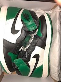 Pair of white-and-green nike sneakers Markham, L3P