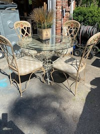 Wrought iron table & 4 chairs / awesome different color