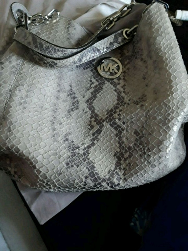 bba6bbbbf093 Used Michael Kors shoulder purse for sale in Fort Worth - letgo