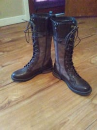 pair of black leather boots Baton Rouge, 70816