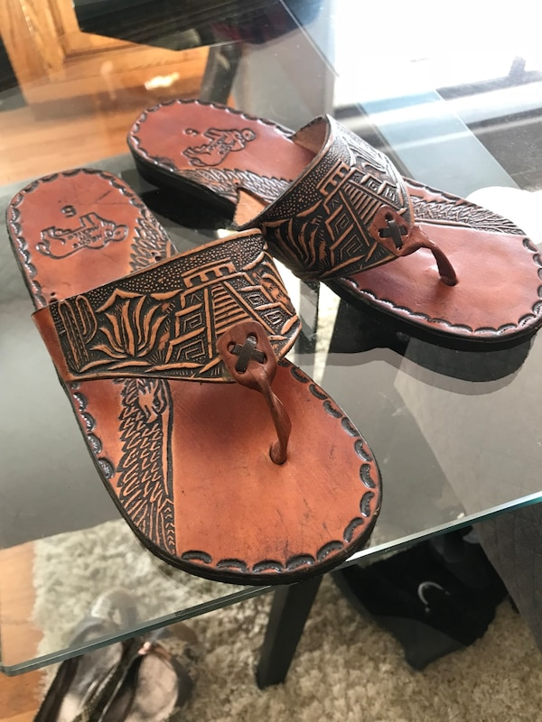 ca4afd85c Brukt Pair of brown-and-black sandals from Mexico til salgs i Coquitlam