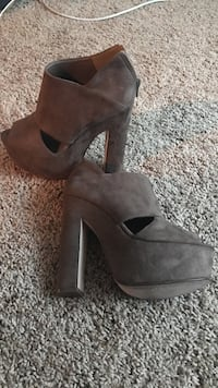 women's pair of brown suede chunky stilettos size 7 Allegany town, 14706