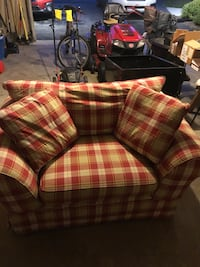 Sofa chair , great for kids playroom or rec room !  Newark, 19702