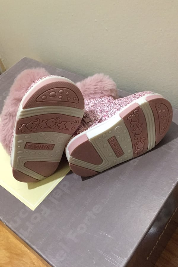 Baby boots  Size: 6-12 mos  6a71353c-1518-477a-af65-ebabae354107