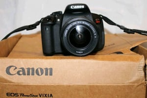 Canon t3i with len
