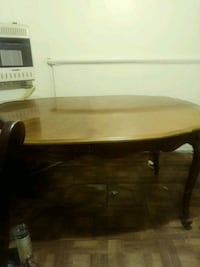 Dinner table / 1 insert.  Good condition New Orleans