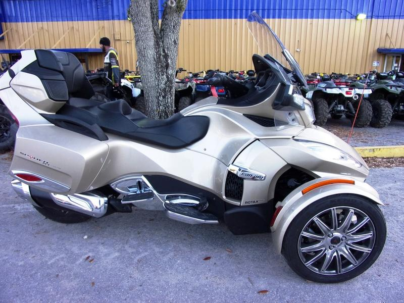 Photo 2017 Can-Am® Spyder® RT Limited 6-Speed Semi-Automatic (SE6)