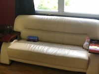 White sofas and coffee tables set New Hyde Park, 11040