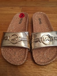 Michael Kors slippers size 2 kids bramd new Rutherford, 07070