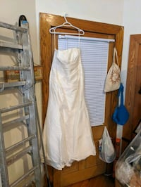 Wedding Dress w/ hair accessory and shawl and veil Toronto, M5A 2T2