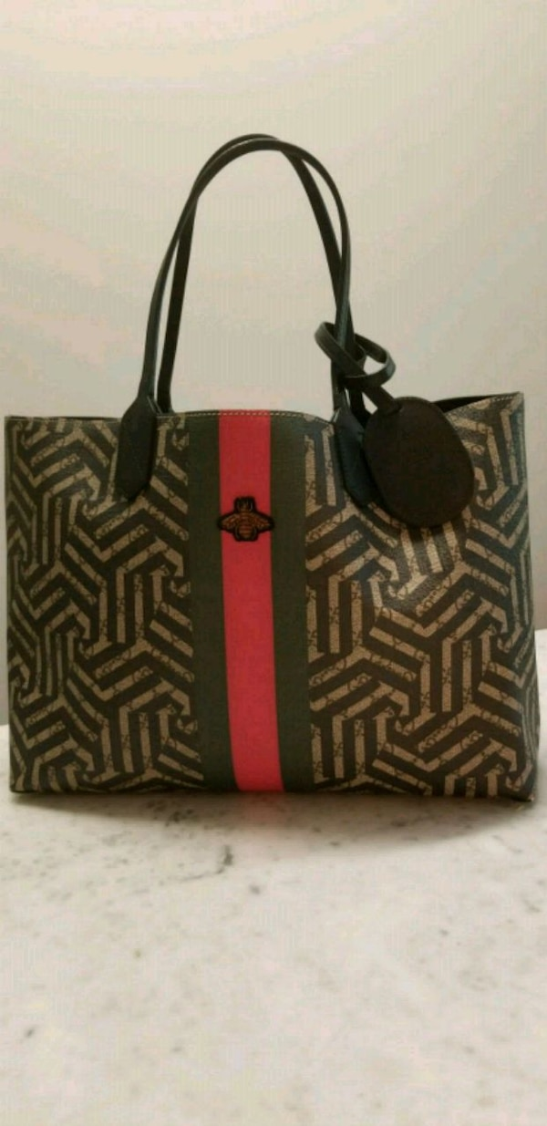 491b7de20cb9d8 Used Gucci Medium Zig Zag leather tote for sale in Vancouver - letgo
