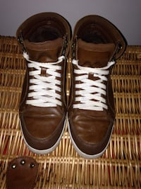 pair of brown leather low-top sneakers 538 km