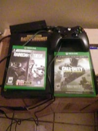 black Xbox One console with controller and game cases Madera, 93636