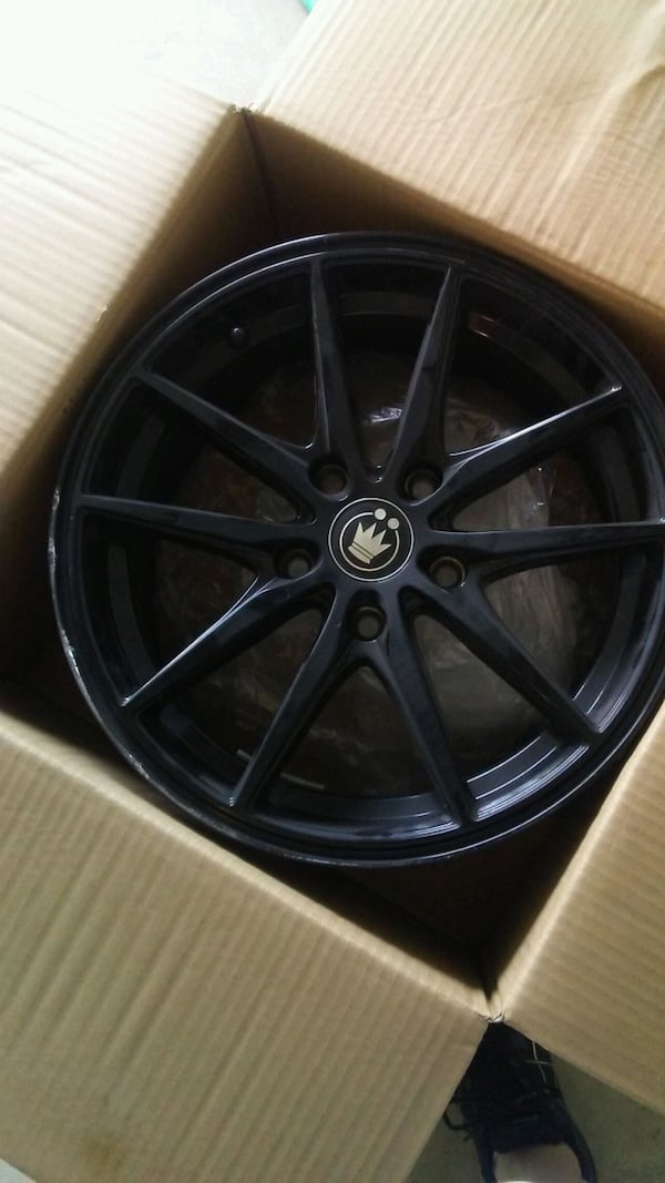 2 Sets of Camry Rims 5a184cde-80b9-4189-95fc-691421755a50
