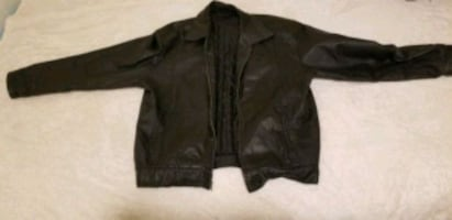 Mazzoni genuine leather coat.Very clean. Asking $30 or best offer