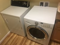 white front-load clothes washer and dryer set Woodland, 98674