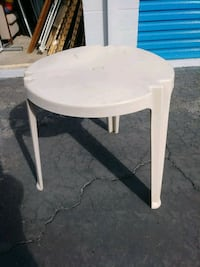 Outdoor/Indoor 3 Leg Plastic Table
