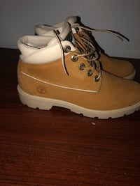 pair of brown Timberland work boots New Britain, 06051