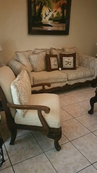 Living room set 2 couches coffee table and 2 table stands  Laredo, 78041