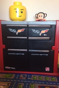 Race car bed and toy cabinet set perfect condition with little to no signs of use. Clean and ready to go! Washington, 20001