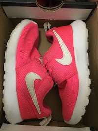 Kid's pink roshes  Chicago, 60626