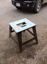 Metal stand with wooden top asking $20 Ottawa, K0A 2H0