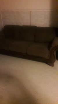 brown fabric 3-seat sofa Sterling Heights, 48310