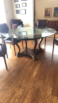 round glass top table with black metal base Hampstead, H3X 3V5