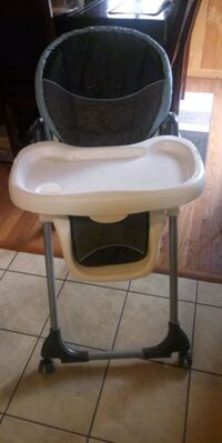 Baby trend 3 in 1 high chair  Woodlawn, 20737