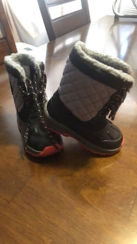 Carter Toddlers winter boots Size 7  Posen, 60469