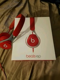 Red barely used WIRED beats ep NO BLUETOOTH